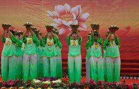 大密僧众欢庆2013腊八节